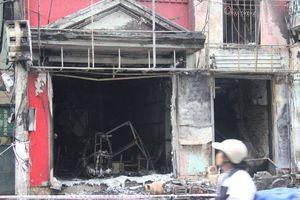 Ngôi nhà 4 tầng bốc cháy kèm theo tiếng nổ lớn, 2 người bị bỏng nặng phải nhập viện cấp cứu