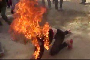 Hà Tĩnh: Ghen tuông, chồng đổ xăng lên người vợ rồi châm lửa đốt