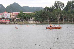 Ròng rã 3 tiếng đồng hồ tìm kiếm người đàn ông mất tích ở hồ Thung Mây