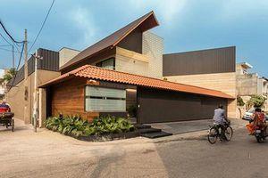 Căn biệt thự nhà vườn kiểu Ấn Độ gây choáng ngợp với nội thất xa hoa