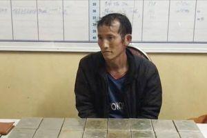 Sơn La: Bắt đối tượng vận chuyển 30 bánh heroin và 15 túi ma túy tổng hợp