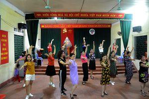 Lớp học khiêu vũ đặc biệt của cô giáo Hà