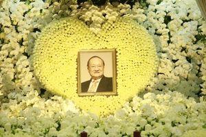 Cảnh tượng đặc biệt tại lễ tang nhà văn Kim Dung