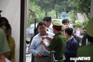 Những hình ảnh đầu tiên trong phiên tòa xét xử cựu trung tướng Phan Văn Vĩnh và đồng phạm