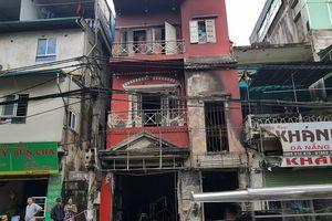Sau tiếng nổ, lửa bùng phát thiêu rụi quán cà phê ở Hà Nội: Người nhà bắc thang sang hàng xóm thoát thân