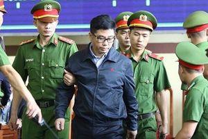 Nguyễn Văn Dương khai 'lại quả' hậu hĩnh vì được tạo điều kiện cho việc đánh bạc trực tuyến