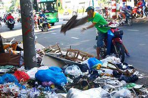 Ném phịch bịch rác, bị xử phạt 4 triệu đồng