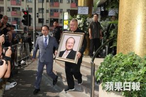 Tỷ phú Jack Ma và các nghệ sĩ đưa Kim Dung về nơi an nghỉ cuối cùng