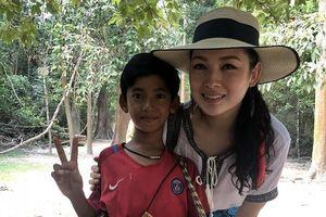 Cậu bé bán rong Campuchia nói được 10 thứ tiếng