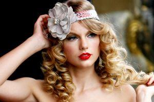 Taylor Swift xinh như công chúa trong album gây bão 10 năm trước