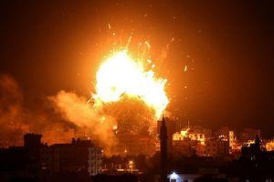 'Thùng thuốc súng' Gaza bùng phát dữ dội sau mưa không kích của Israel