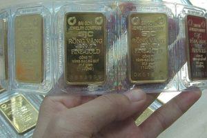 Giá vàng tiếp tục giảm, USD ngân hàng bật tăng