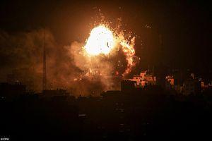 Hình ảnh Dải Gaza rực lửa, Israel phá nát đài truyền hình Hamas