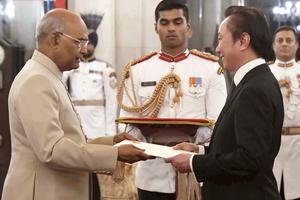 Đại sứ Phạm Sanh Châu trình Quốc thư lên Tổng thống Ấn Độ