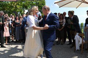 Nga - Áo căng thẳng vì nghi án gián điệp