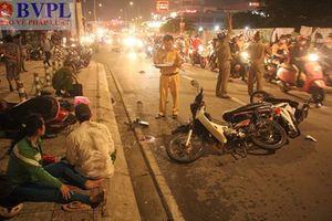 Ôtô tông hàng loạt xe máy, nhiều người thương vong