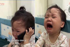 Lịm tim màn cô con gái giàn giụa nước mắt, gọi điện báo cáo ông nội bị bố trêu