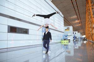 Quốc Cơ - Quốc Nghiệp diễn tập tại sân bay Trung Quốc khi sang Ý xác lập kỉ lục Guinness