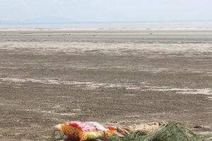 Kinh hãi phát hiện thi thể cô gái trẻ ở bờ biển Nghệ An