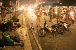 Ô tô tông hàng loạt xe máy ở Sài Gòn, 1 người chết, nhiều người bị thương