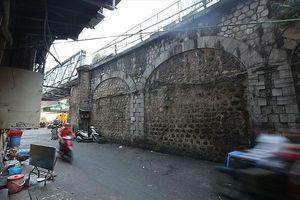 Chưa cấp phép đục thông vòm cầu đường sắt trăm tuổi ở Hà Nội