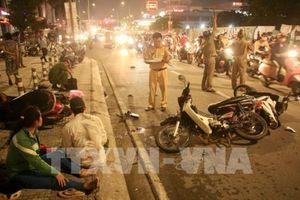 Tp Hồ Chí Minh: Ô tô đâm hàng loạt xe máy, nhiều người thương vong