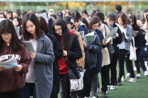 'Căng' như thi ĐH ở Hàn Quốc: Cả nước 'bật chế độ im lặng' hoãn chuyến bay ngừng tập quân sự để sĩ tử tập trung