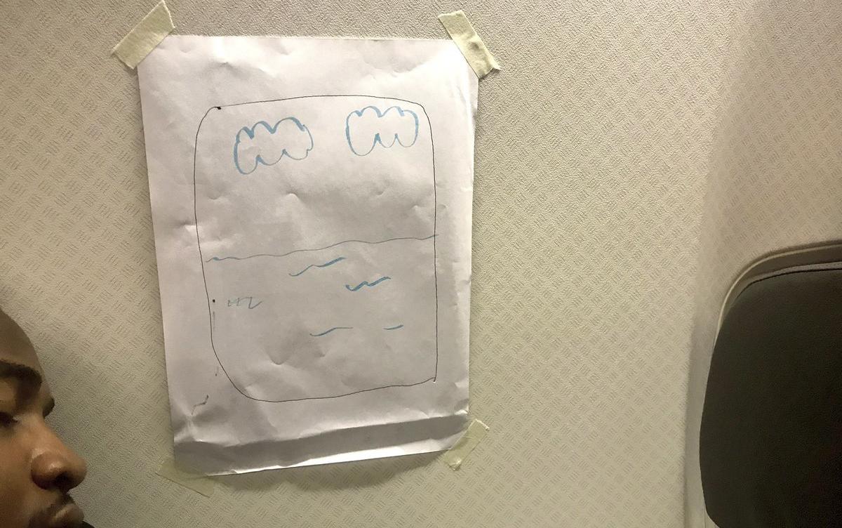 Nhật Bản: Hành khách muốn ngồi gần cửa sổ, tiếp viên hàng không chiều theo bằng cách không thể phũ hơn