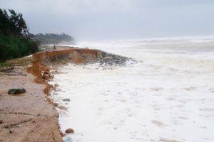 Thừa Thiên Huế: Sạt lở bờ biển dài 30km, dân bất an