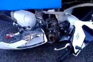 Ô tô khách 'lùa' 5 xe máy ở ngã tư, nhiều người bị thương
