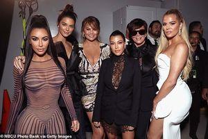 Kim Kardashian phô đường cong 'bốc lửa' với đầm bó sát trên thảm đỏ