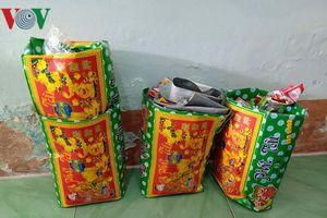 Bắt 10 đối tượng tổ chức đánh bài ăn tiền tại Vĩnh Long