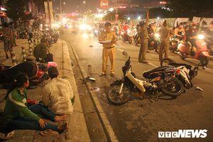 Ô tô 'điên' tông văng 4 xe máy, 5 người thương vong ở TP.HCM