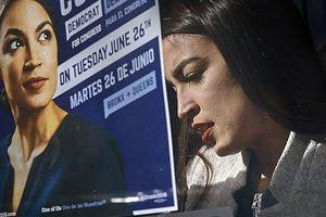 Cay đắng chuyện nữ chính trị gia xinh đẹp tài năng không đủ tiền để thuê nhà