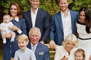 Bất ngờ hình ảnh 'siêu đáng yêu' của gia đình hoàng gia Anh