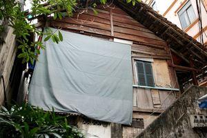 Cận cảnh khu nhà khách Tỉnh ủy Lai Châu (cũ) bỏ hoang gần 20 năm tại Hà Nội đang có nguy cơ đổ sập