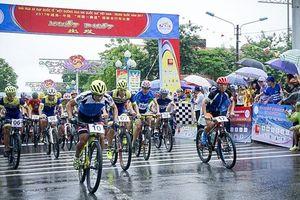 Tổ chức Giải đua xe đạp quốc tế 'Một đường đua hai quốc gia' năm 2018