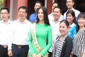 Hoa hậu Phương Khánh về thăm quê nhà Bến Tre