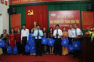 Chủ tịch Nguyễn Đức Chung dự Ngày hội Đại đoàn kết tại phường Khương Mai