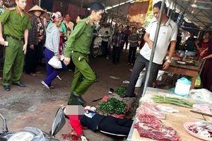 Ngồi bán hàng ở chợ, người phụ nữ bị bắn tử vong