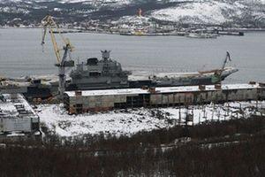 Tàu Kuznetsov vô sự nhưng Nga vẫn lĩnh đòn đau