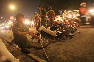 Vụ ô tô tông hàng loạt xe máy, 1 người tử vong, 4 người bị thương: Tài xế đạp nhầm chân ga?