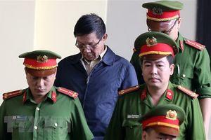 Xét xử ông Phan Văn Vĩnh: 'Có thế lực lớn bảo kê, cứ yên tâm làm'