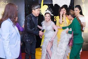 Nghệ sĩ hài Chí Tài 'cứu nguy' Á khôi Trần Ngọc Ánh trên thảm đỏ