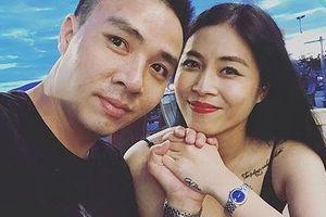 MC Nguyễn Hoàng Linh hủy kết bạn với hôn phu, chia sẻ status đầy tâm trạng