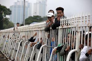 Ai xếp hàng mua vé xem đội tuyển Việt Nam?