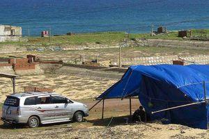 Phản đối dự án điện mặt trời, dân giam xe chở công binh suốt 4 ngày
