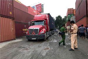 Xe container lùi cán chết người trong cảng hàng hóa ở Sài Gòn