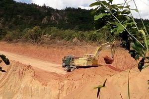 Gia Lai: Thêm một điểm khai thác đất trái phép để làm đường