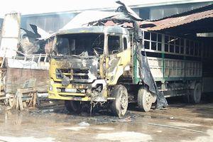 Cháy kho hàng ở Sài Gòn, nhiều tài sản bị thiêu rụi
